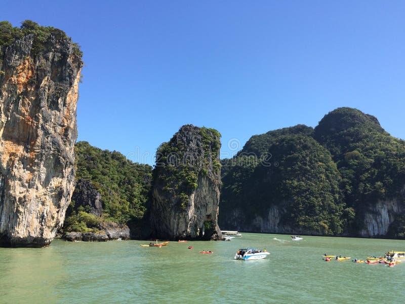 Rocas y turista de Khao Sok fotos de archivo libres de regalías