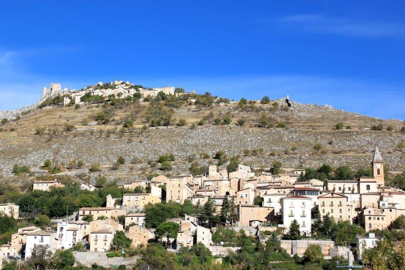 Rocca卡拉肖在亚平宁山脉,意大利 库存图片