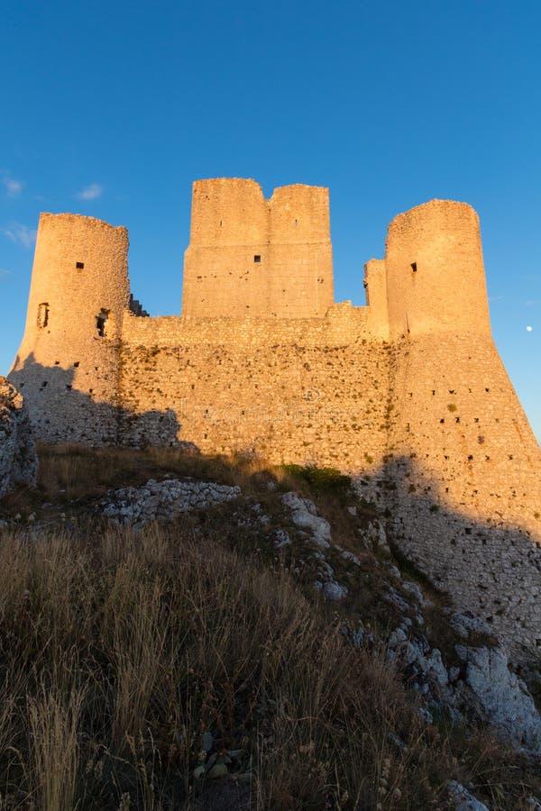 Rocca Calascio, дама Хоук Крепость, в Абруццо, L'Aquila, Италия стоковое изображение rf