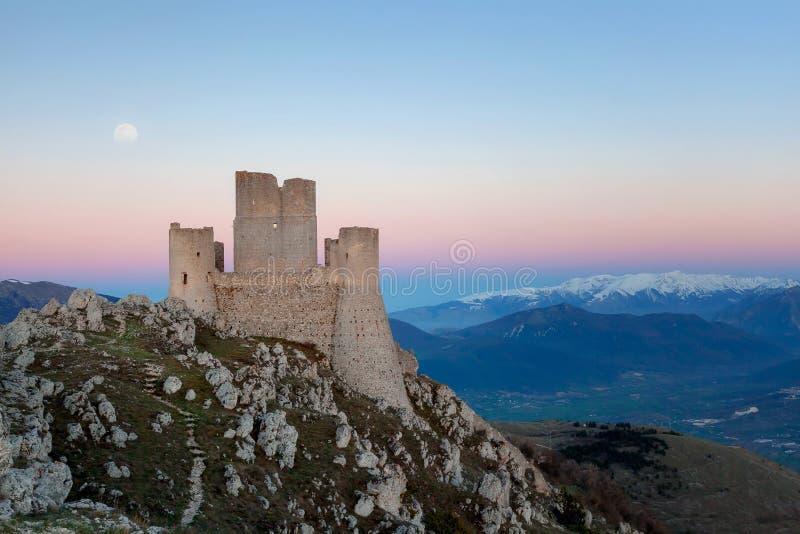 Rocca Calascio, старый итальянский замок стоковые фотографии rf
