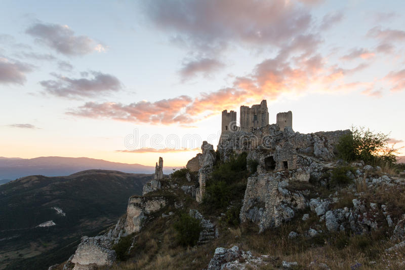Rocca Calascio, Dame Hawk Fortress, in Abruzzo, L'Aquila, Italië royalty-vrije stock afbeeldingen