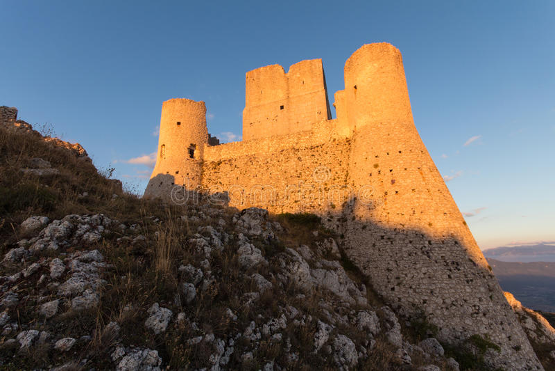 Rocca Calascio, Dame Hawk Fortress, in Abruzzo, L'Aquila, Italië stock afbeelding