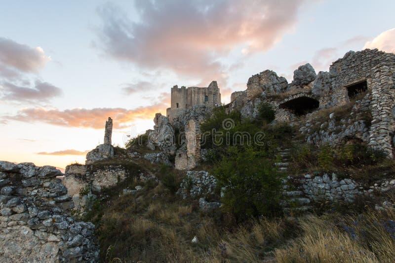 Rocca Calascio, Dame Hawk Fortress, in Abruzzo, L'Aquila, Italië stock afbeeldingen