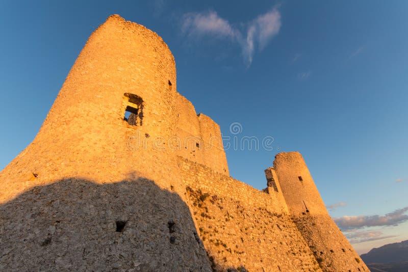 Rocca Calascio, Dame Hawk Fortress, in Abruzzo, L'Aquila, Italien lizenzfreie stockbilder
