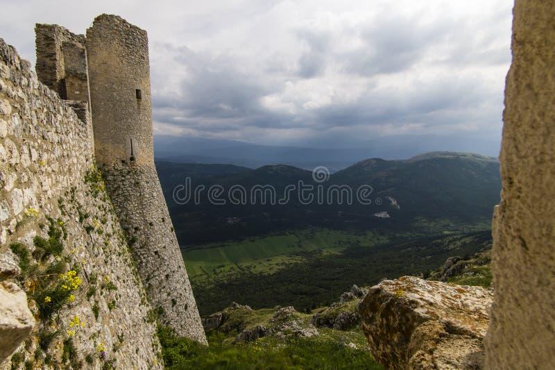 Rocca Calascio, pietà Santa Maria Della di Chiesa, Абруццо, Италия стоковое фото rf