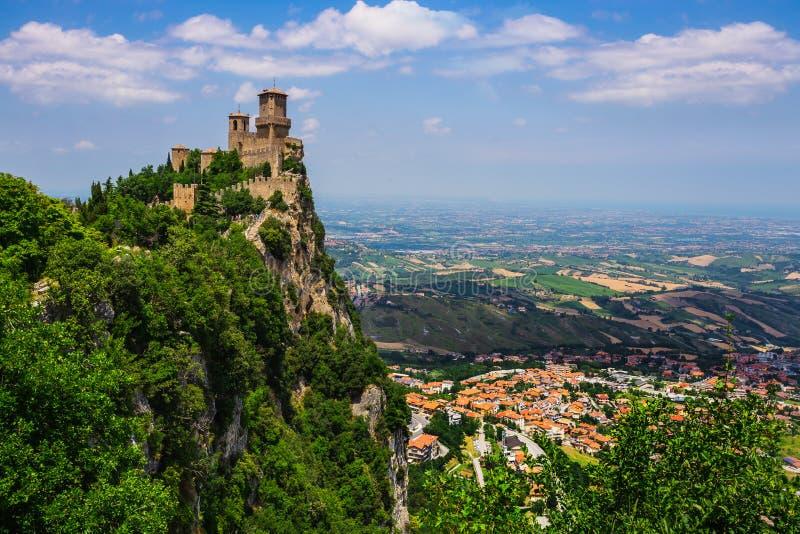 Rocca della Guaita, den sanmarinska mest forntida fästningen arkivbilder