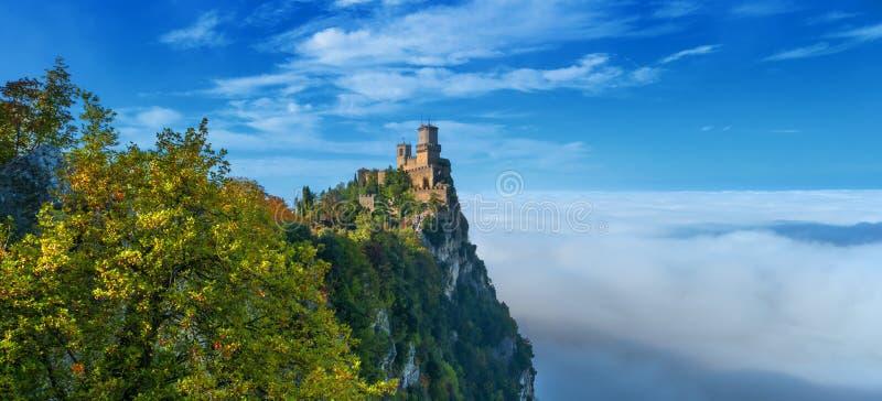 Rocca della Guaita, den sanmarinska mest forntida fästningen, Italien arkivbild