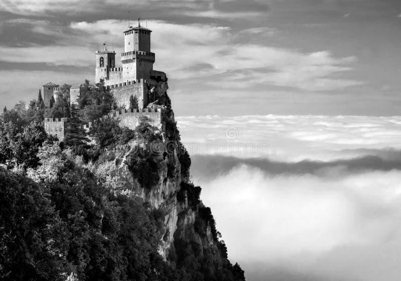 Rocca della Guaita, den sanmarinska mest forntida fästningen, Italien Beijing, China royaltyfri bild