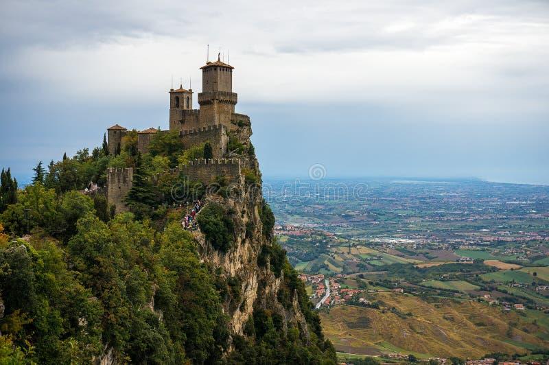 Rocca della Guaita, slott i den sanmarinska republiken, Italien royaltyfria bilder