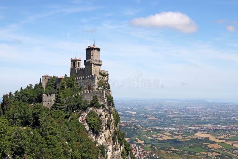 Rocca dellaGuaita San Marino fästning arkivfoton