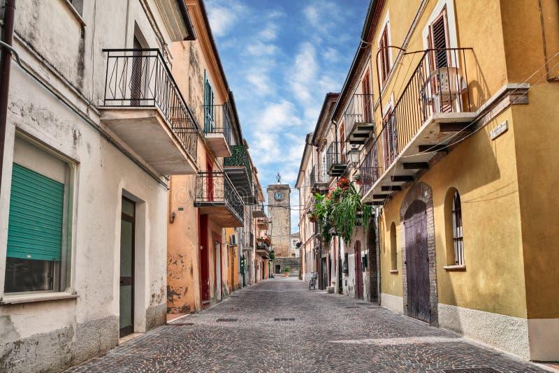 Rocca San Giovanni, Chieti, Abruzzo, Italië: straat in oud aan royalty-vrije stock foto's