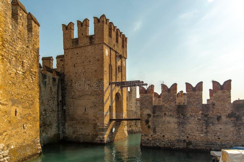 Rocca Scaligera/西尔苗内 库存图片