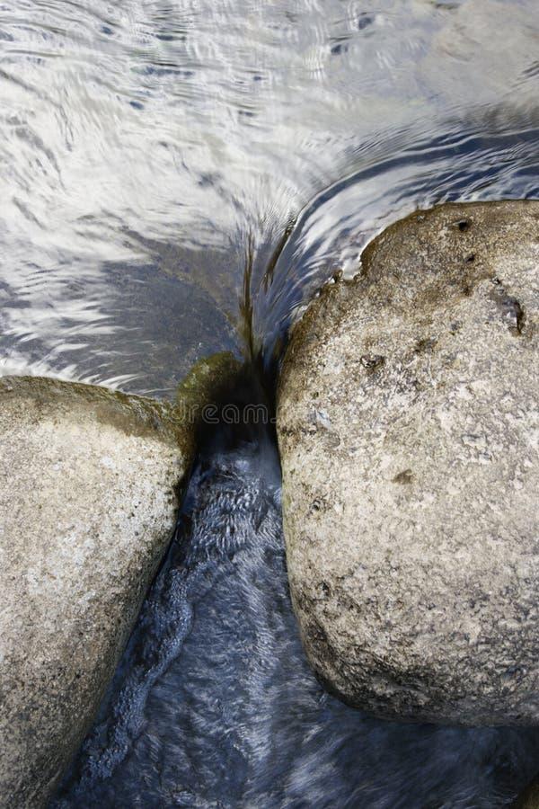 Rocce in acqua. fotografia stock libera da diritti