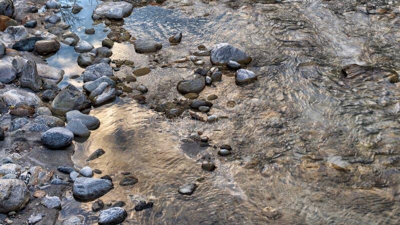 Rocce, acqua ed inverno immagine stock libera da diritti