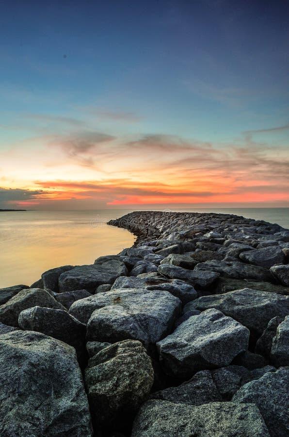 Rocce alla spiaggia fotografie stock