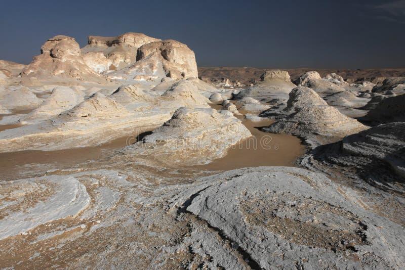 Rocce bianche in deserto libico immagini stock