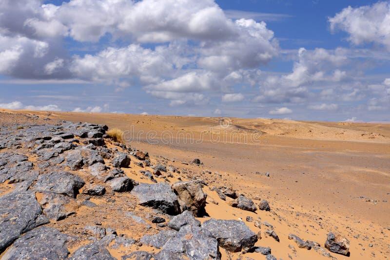 Rocce del deserto del Sahara fotografie stock
