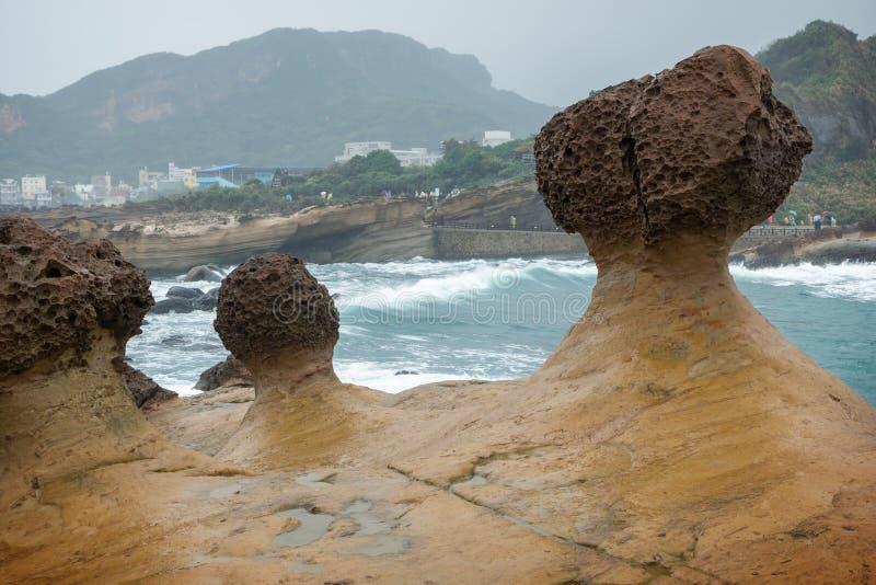 Rocce del fungo al Yeliu Geopark in Taiwan fotografia stock libera da diritti