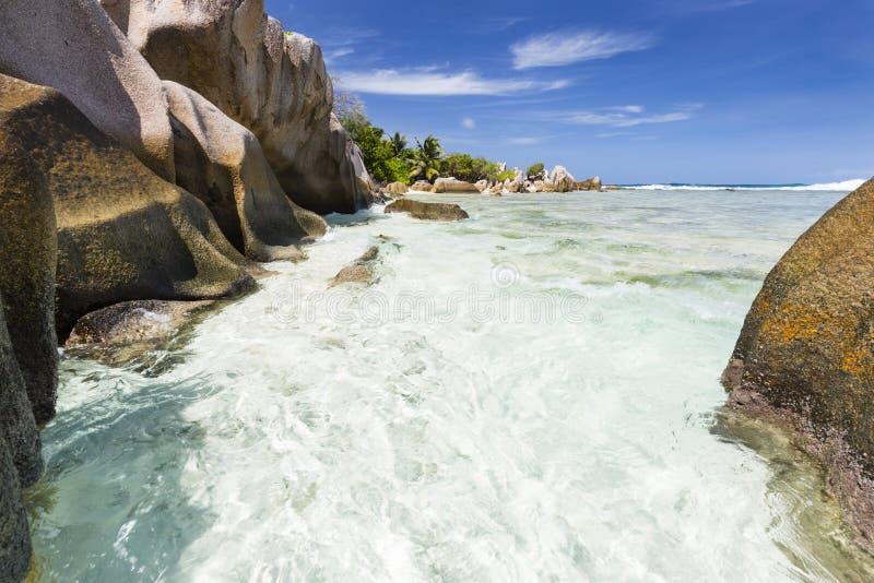 Rocce del granito e spiaggia, La Digue, Seychelles immagine stock libera da diritti