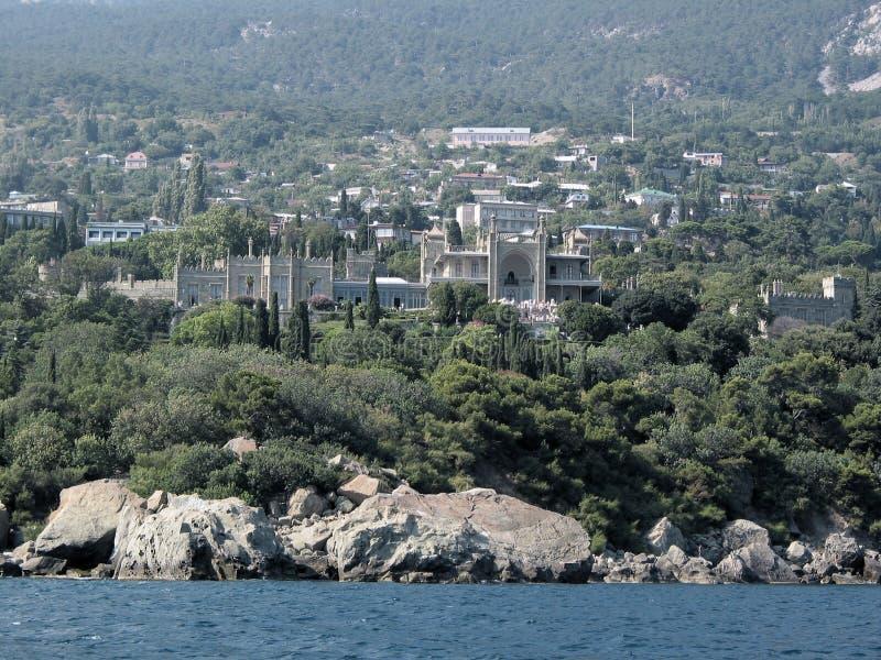 Rocce della Crimea e palazzo di Vorontsov immagine stock libera da diritti