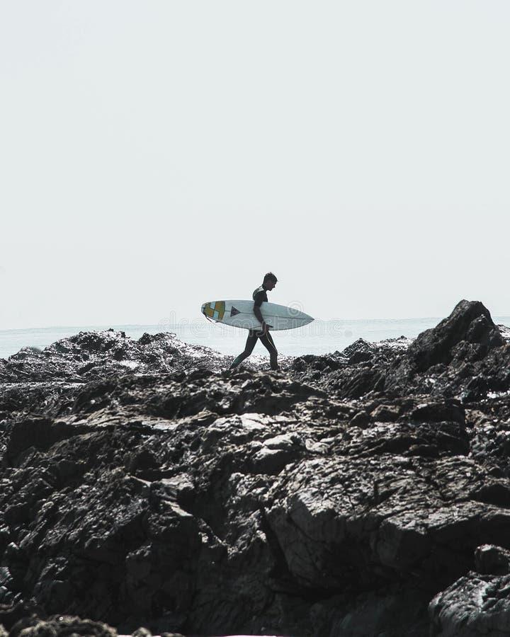 Rocce dello snapper di Coolangatta che praticano il surfing fotografia stock libera da diritti