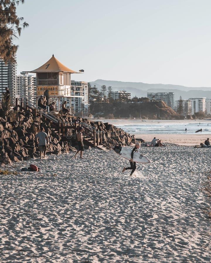 Rocce dello snapper di Coolangatta che praticano il surfing fotografie stock