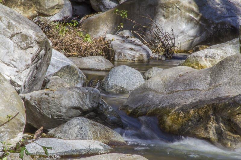 Rocce di Boulder a Santa Anita Canyon fotografia stock