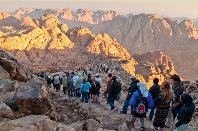 Rocce di panorama del monte Sinai nel primo mattino fotografia stock