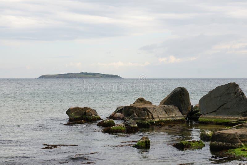 Rocce ed isola - 3 immagini stock libere da diritti