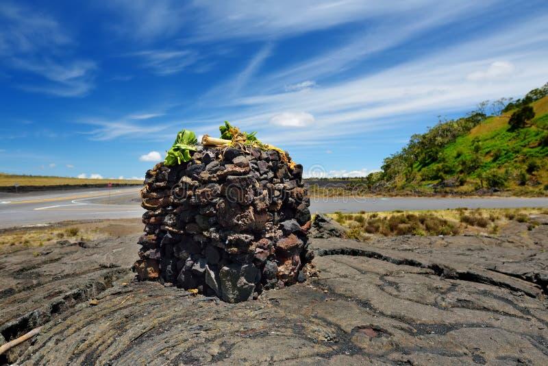 Rocce impilate su una superficie ruvida di lava congelata dopo l'eruzione del vulcano di Mauna Loa sulla grande isola, Hawai immagine stock