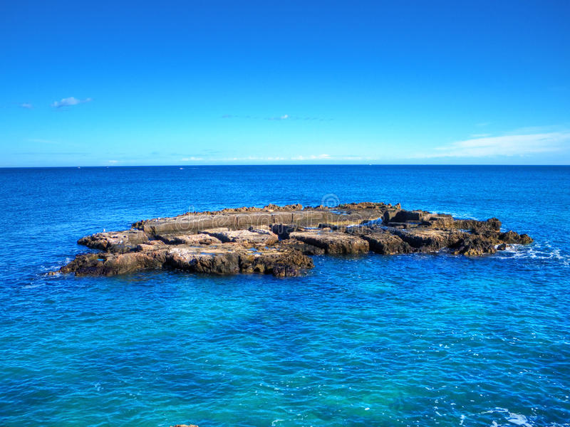 Rocce nel mare. fotografia stock