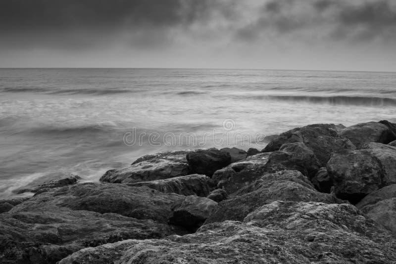 Rocce sulla spiaggia della lombata di Branksome fotografie stock libere da diritti
