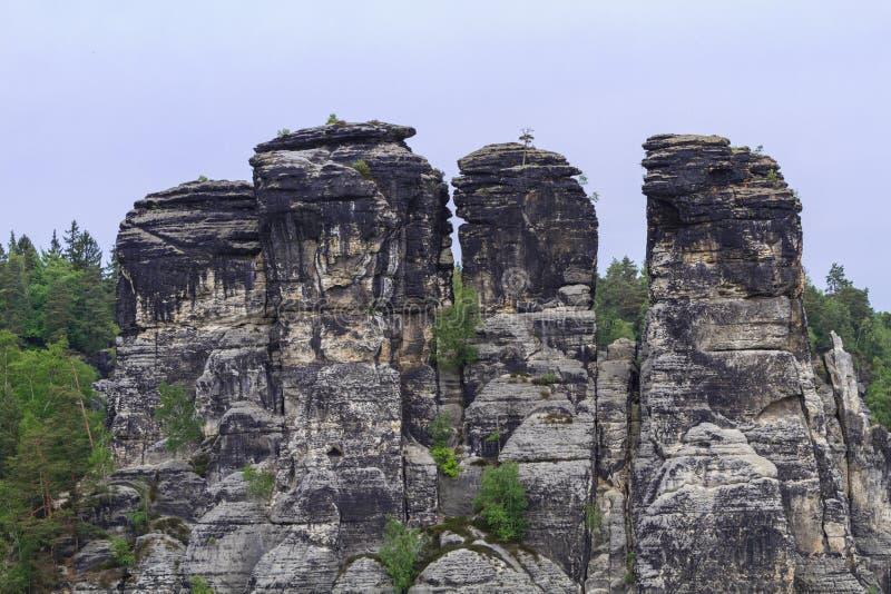 Rocce vicino al Bastei famoso fotografia stock libera da diritti