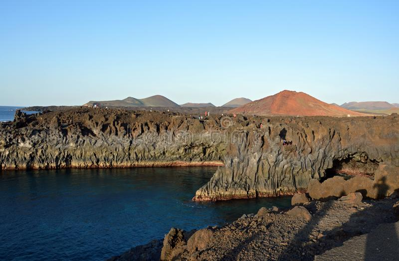 Rocce vulcaniche sul bordo del sud di Lanzarote immagini stock