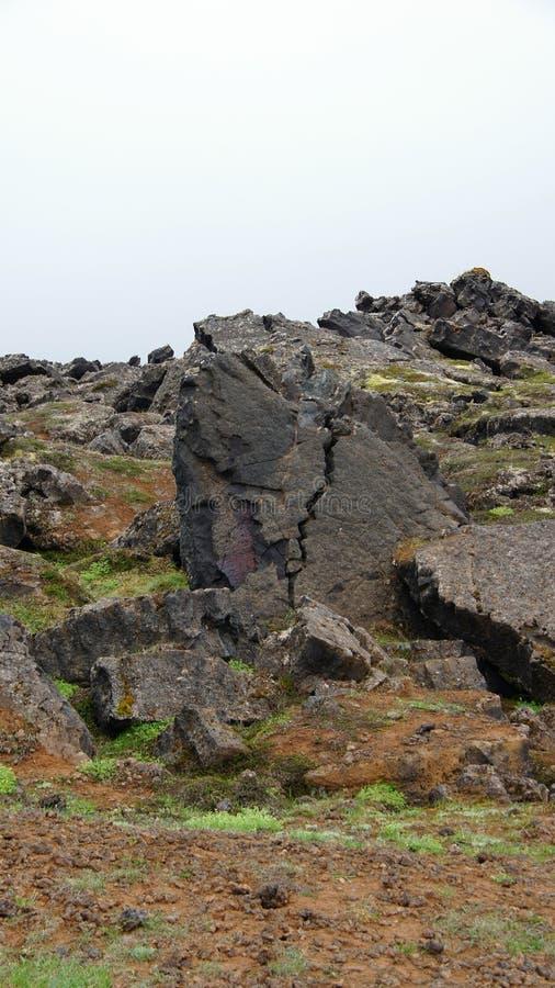 Roccia capa a Leirhnjúkur Lava Fields nell'area di Krafla fotografia stock libera da diritti