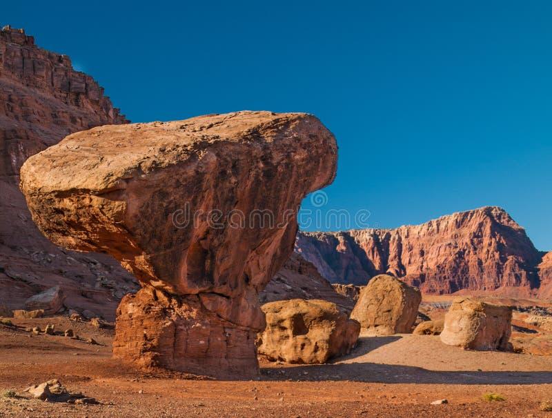 Roccia d'equilibratura in traghetto Arizona di Lees immagini stock