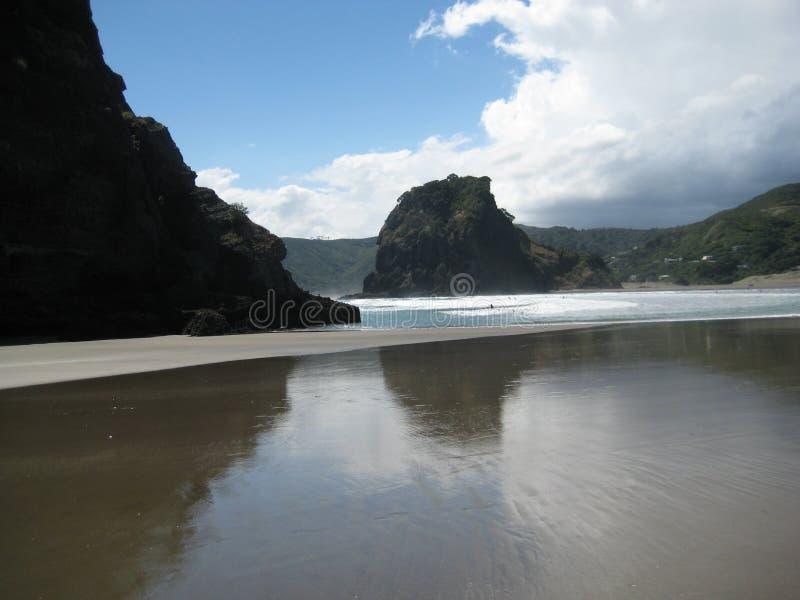 Roccia del leone, spiaggia di Piha fotografia stock libera da diritti
