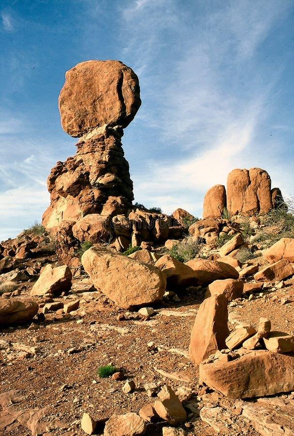 Download Roccia dell'equilibrio immagine stock. Immagine di parco - 20715