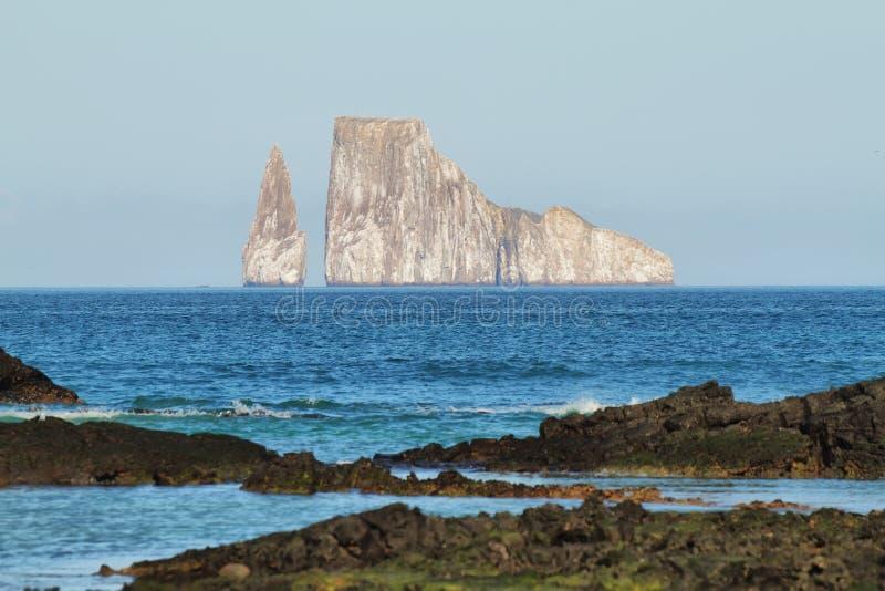 Roccia dell'estrattore a scatto (dormido di Leon) nell'isola di San Cristobal immagine stock
