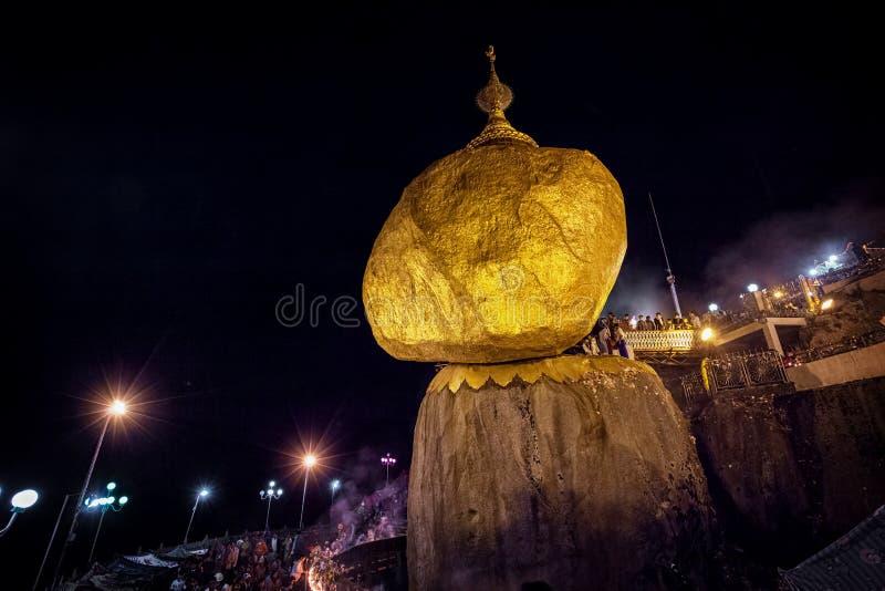 Roccia dell'oro, un sito buddista importante di pellegrinaggio nello stato di lunedì, B fotografia stock