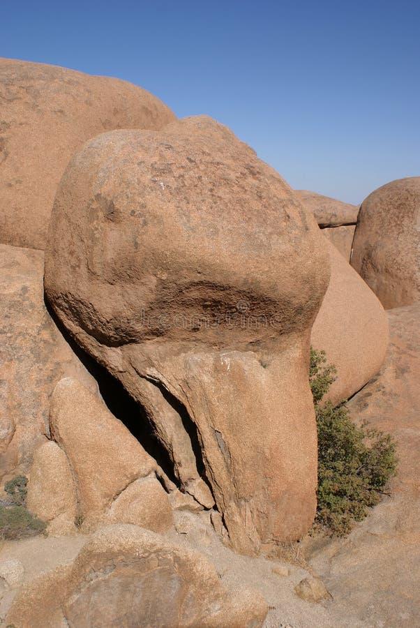 Roccia dell'uccello vicino a Spitzkoppe in Namibia immagini stock