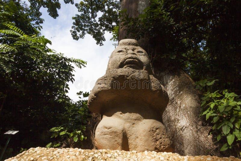 Roccia della nonna che scolpisce scultura Olmec, parco di Venta della La Villahermosa, Tabasco, Messico immagini stock libere da diritti