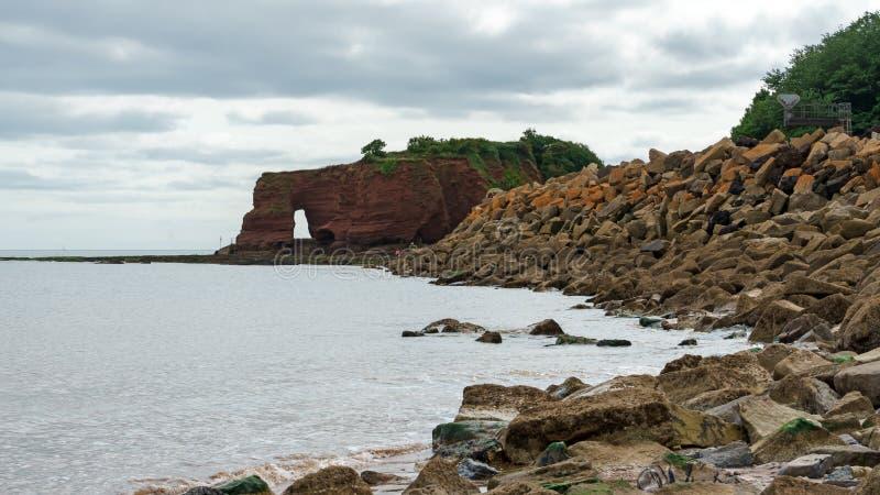 Roccia di Langstone, vicino al labirinto di Dawlish, Devon, Regno Unito fotografia stock