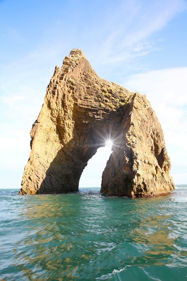 Roccia famosa del cancello dorato in Karadag immagini stock