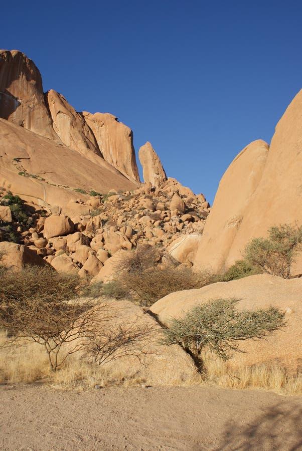Roccia gialla vicino a Spitzkuppe in Namibia immagine stock libera da diritti