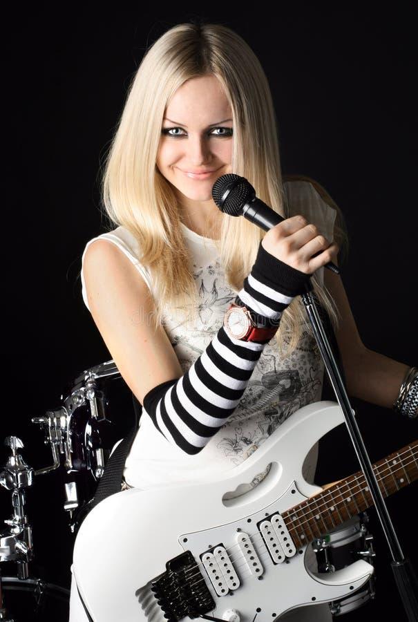 Roccia-N-rotoli con il bello blonde fotografie stock libere da diritti