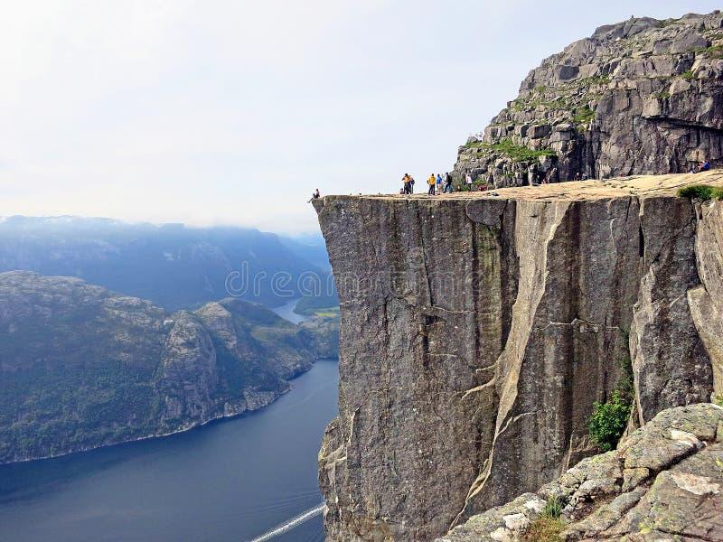 Roccia o Preikestolen del quadro di comando in Norvegia fotografie stock libere da diritti