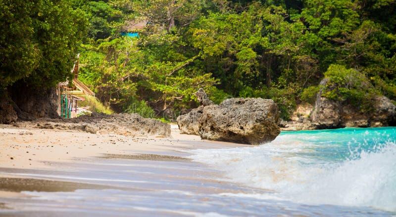 Roccia in spiaggia fotografia stock