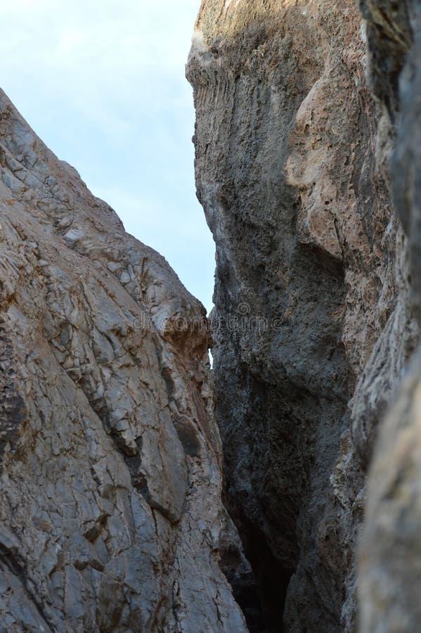 A rocha balança a escalada de pedra da textura imagens de stock royalty free