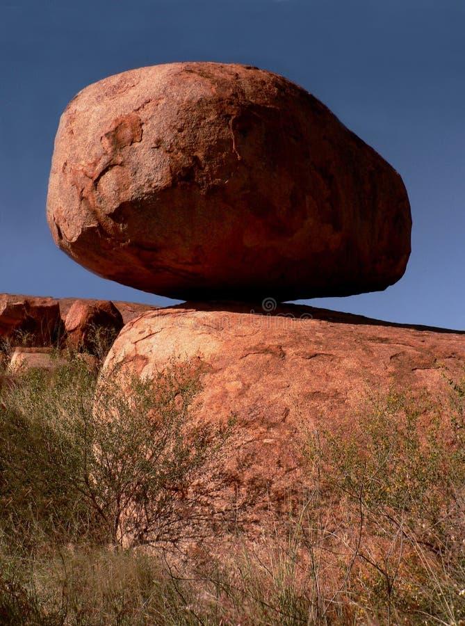 Rocha de DBalancing, mármores NP do diabo fotografia de stock